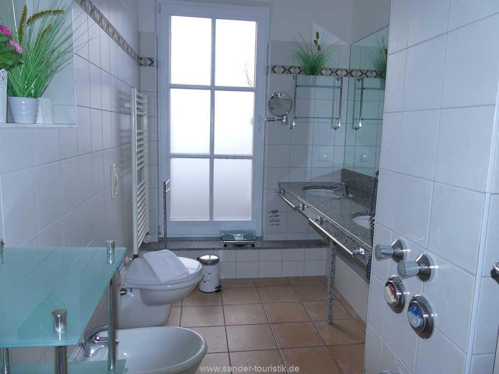 Foto der Wohnung RUG-13-036-10-villa-granitz-binz-badezimmer.JPG