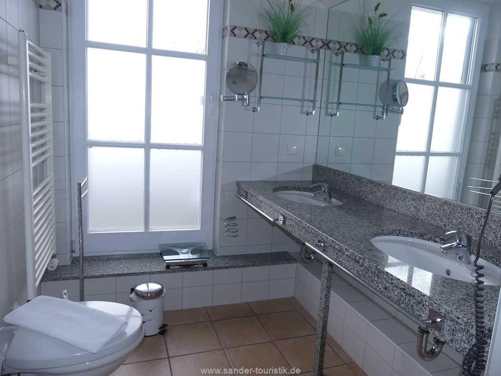 Foto der Wohnung RUG-13-036-10-villa-granitz-binz-badezimmer1.JPG
