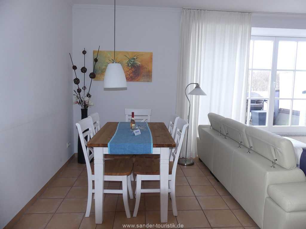 Foto der Wohnung RUG-13-036-10-villa-granitz-binz-esstisch1.JPG