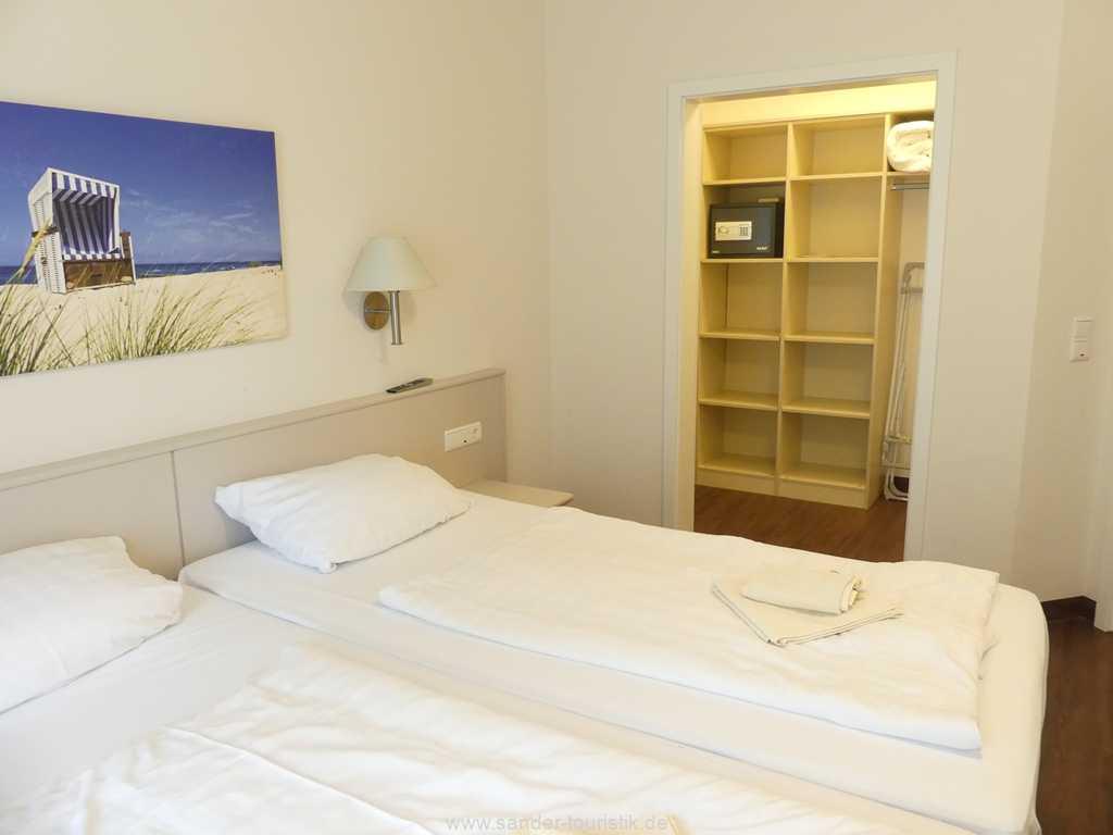Foto der Wohnung RUG-15-002-14-duenenpark-binz-schlafzimmer2.JPG