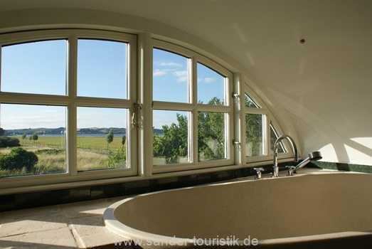 Große Badewanne mit Panoramablick