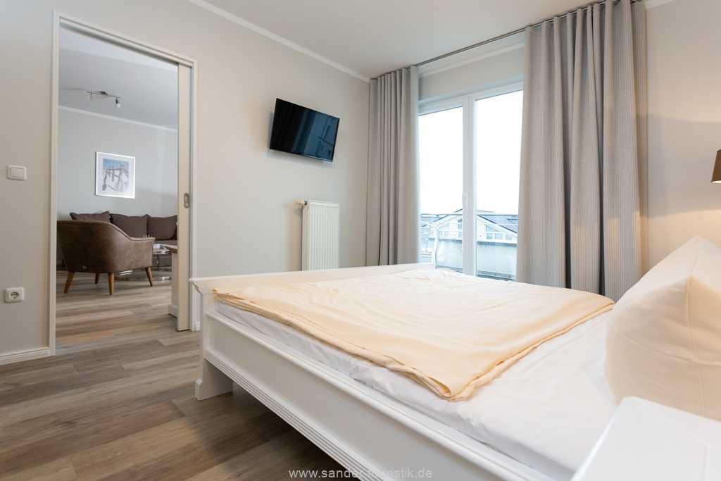 Foto der Wohnung RUG-20-201-43-belvital-binz-schlafzimmer-tv.jpg