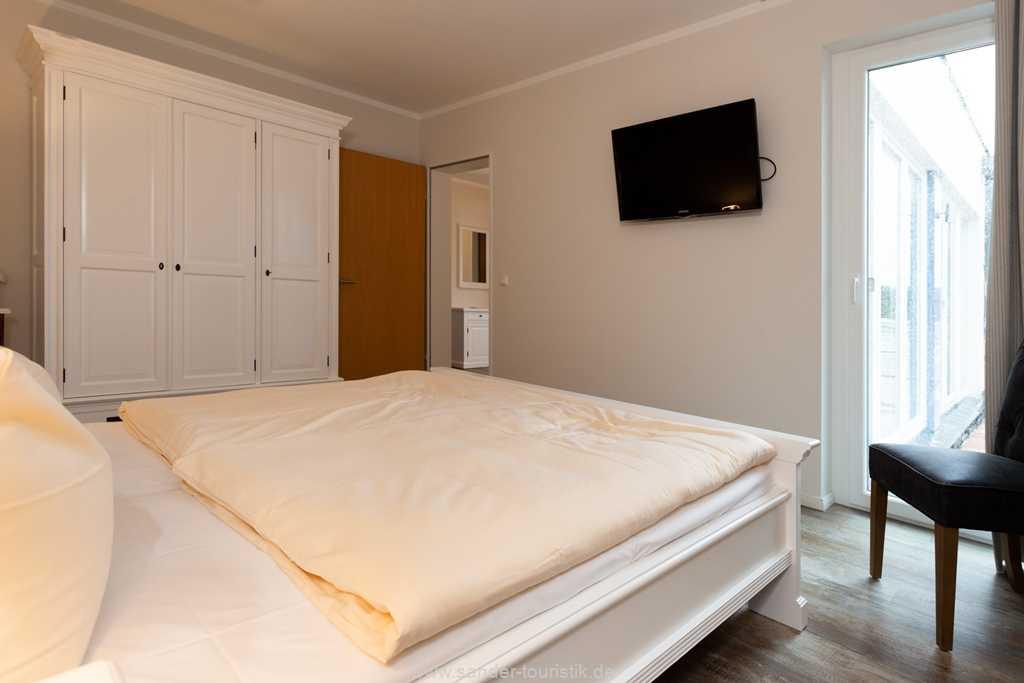 Foto der Wohnung RUG-20-401-45-belvital-binz-schlafzimmer-tv.jpg