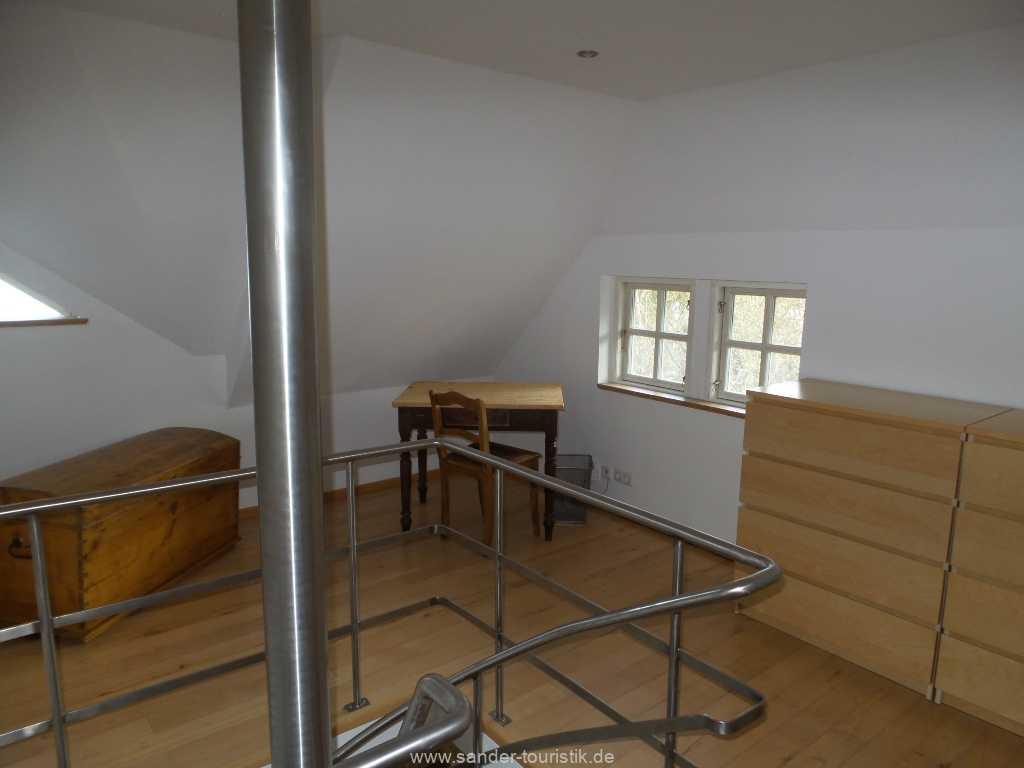 Obergeschoss mit Schreibplatz vor dem Fenster - Boddenblick