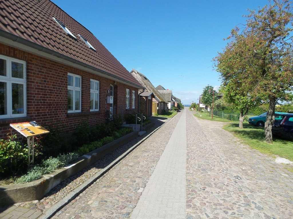 Dorfstraße von Neu-Reddevitz