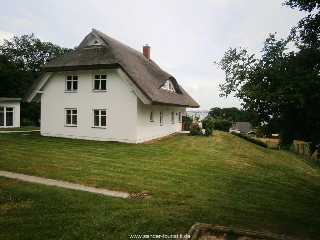 Reeddachhaus mit Saunahaus