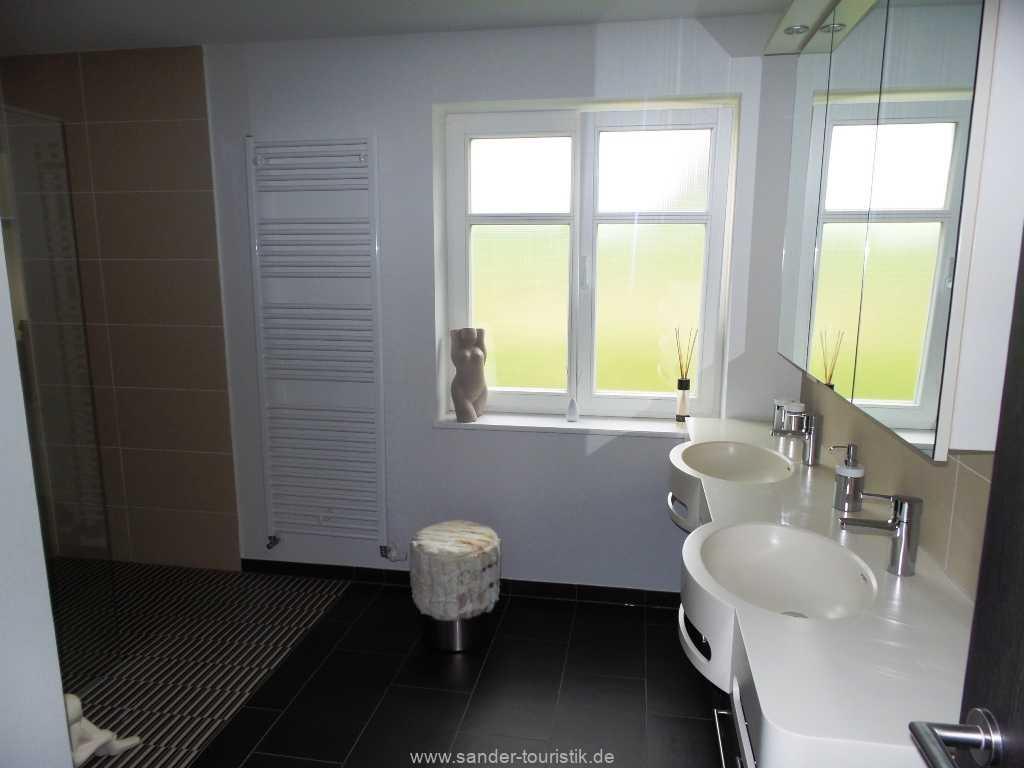 Foto der Wohnung RUG-55-001-01-haus-der-winde-stresow.bad-eg2.jpg