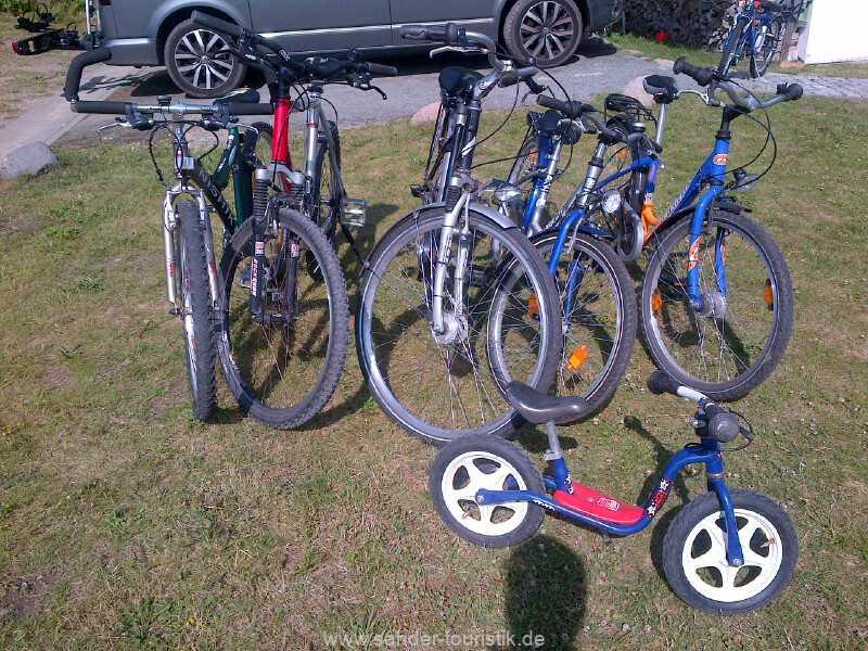 Zum Ferienhaus gehören ein paar Fahrräder
