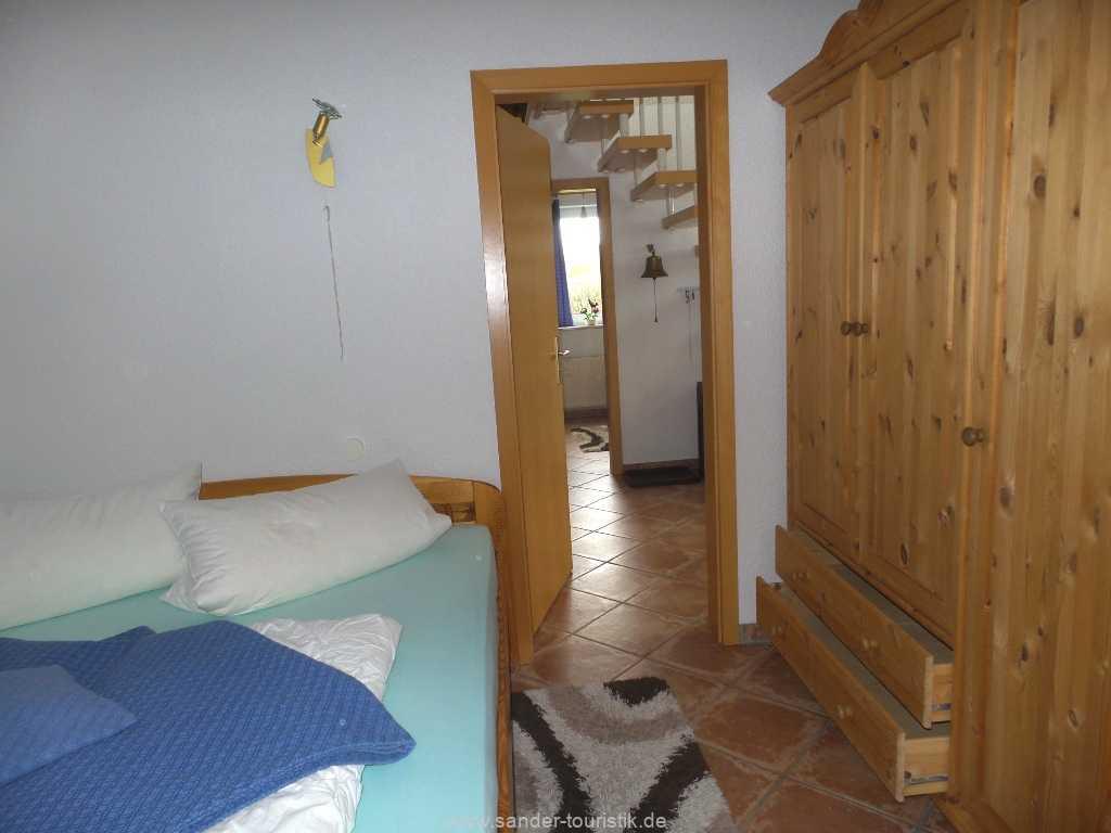 Erkerzimmer mit großem Kleiderschrank